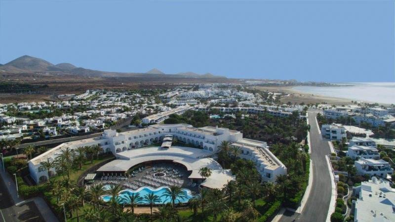 El hotel Olivina, en Lanzarote, ha vuelto a cambiar de manos tras su compra por parte de Relaxia Resorts, que lo opera bajo su marca.