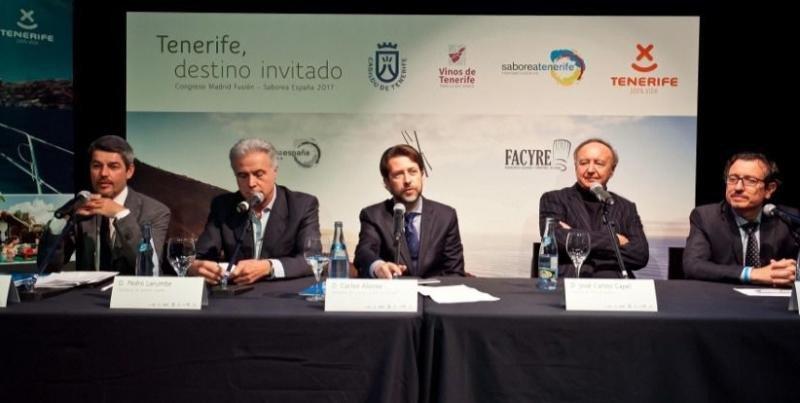 El presidente del Cabildo de Tenerife, en el centro de la imagen, durante la presentación de Madrid Fusión.
