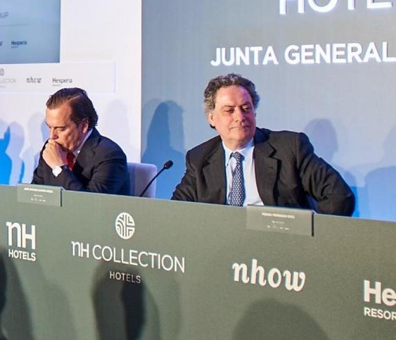 De izq. a dcha, Federico González Tejera, en ese momento CEO de NH, y José Antonio Castro, presidente de Hesperia y vicepresidente de NH, en la última junta de accionistas.