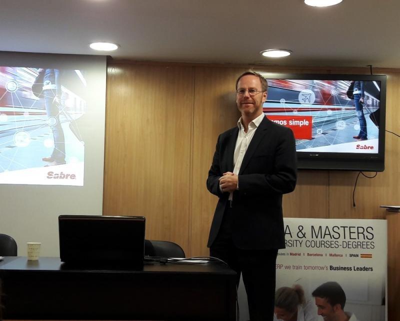 Douglas Green, director general de Sabre Corporation para España y Portugal, durante su presentación en el Foro de Distribución Hotelera organizado por Paraty Tech y ESERP Business School.