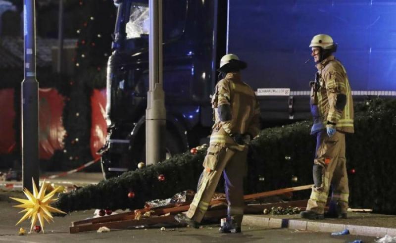 Al menos 12 muertos ya por el más que posible atentado. Foto El País.