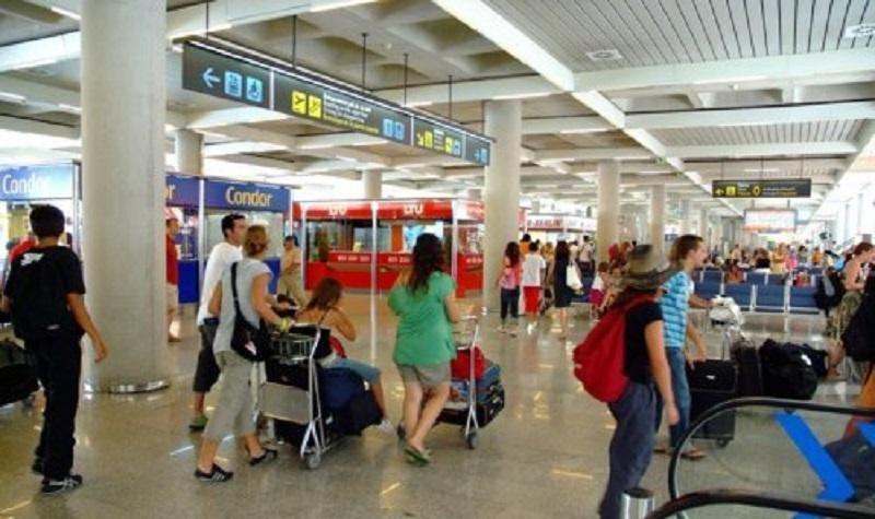 La nueva normativa de descuento al residente entra en vigor en marzo para realizar consultas a Baleares y Canarias.