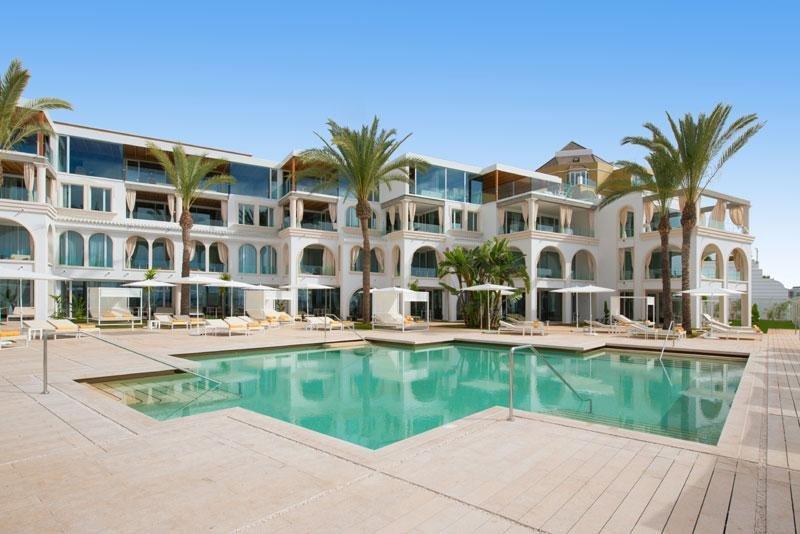 El renovado Iberostar Grand Hotel Salomé cuenta con 32 suites