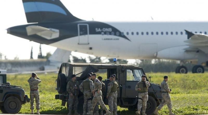 Liberan a 65 pasajeros del avión libio secuestrado y desviado a Malta