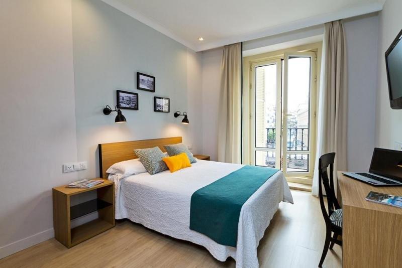 El Hotel Europa cuenta con un centenar de habitaciones, de las que 31 miran a la Puerta del Sol.