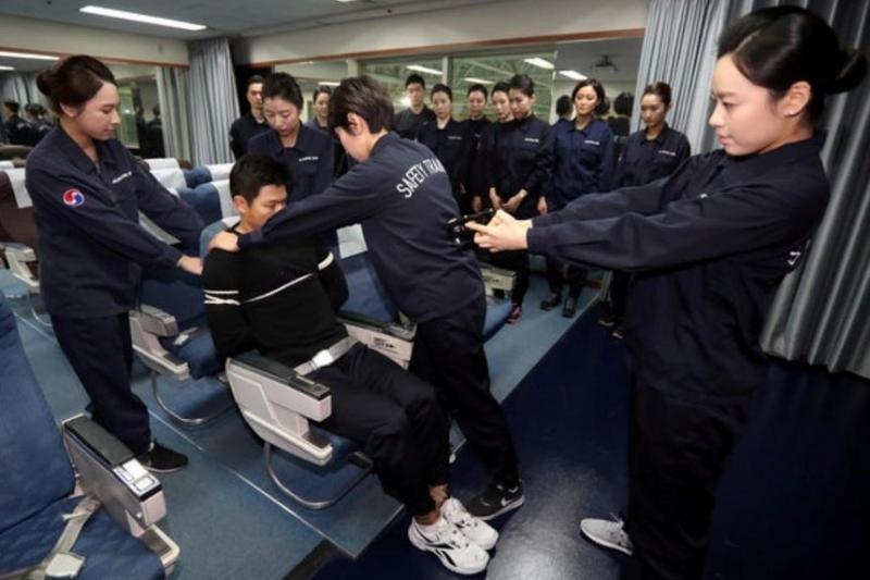 Korean Air someterá a los pasajeros violentos con pistolas paralizantes