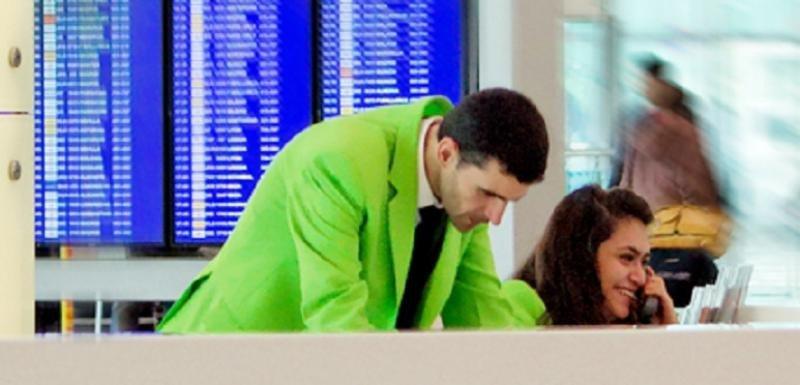 Los 'chaquetas verdes' de Barajas en huelga indefinida desde  este viernes
