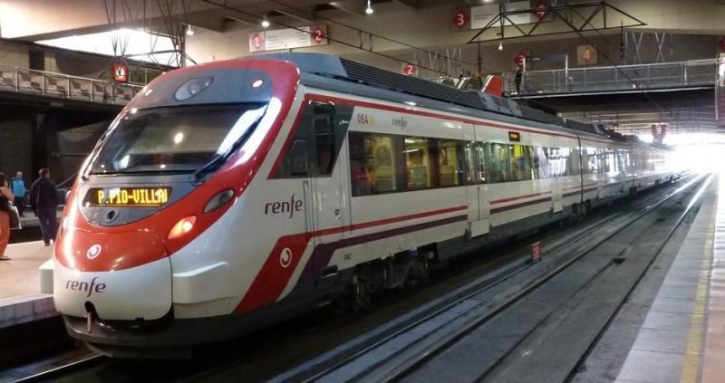 Renfe mantendrá en 2017 las tarifas de sus servicios de interés social (Cercanías Atocha foto Miguel Bustos).