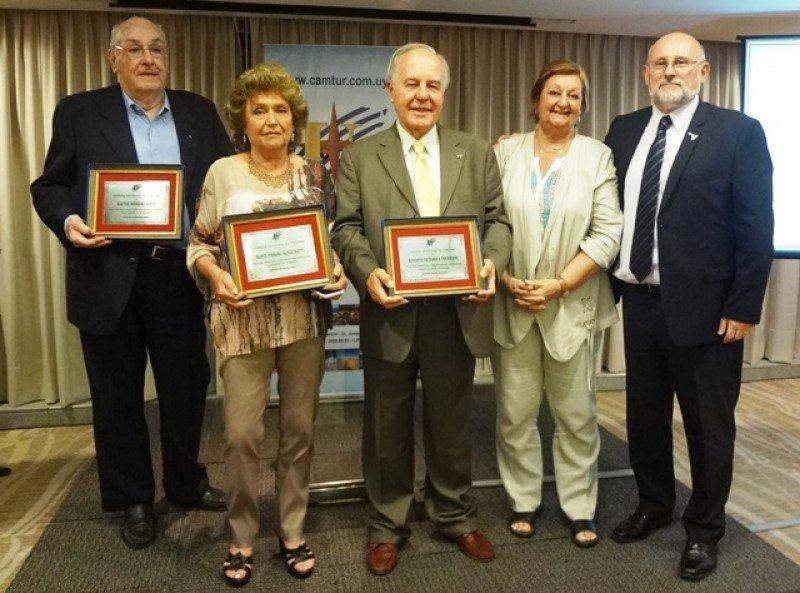 Comisión de Honor de la CAMTUR: Walter Sobrero, Marta Pissano y Augusto Victorica junto a la ministra Liliam Kechichian y Juan Martínez.