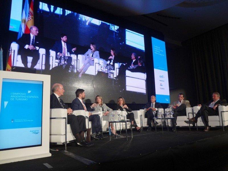 Panel: Conectividad aérea, clave para el desarrollo de los destinos turísticos.