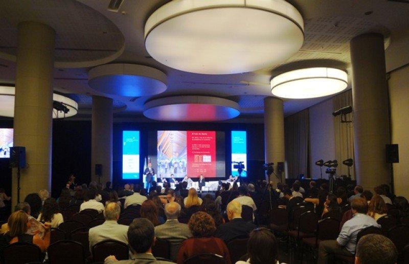 El ciclo incluyó 11 paneles con 62 conferencistas.