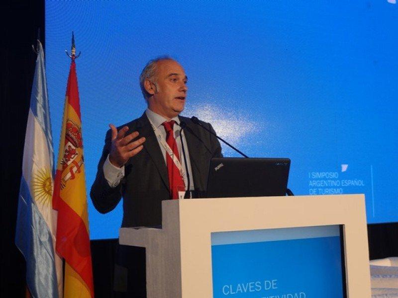 Francisco J. Castillo expuso las conclusiones del simposio.