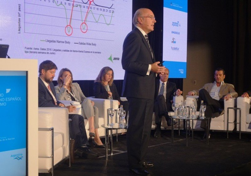 El director general de AENA, Javier Marín, dijo que las normas aeronáuticas de los países cada vez se parecen más entre sí, lo que facilita los proyectos de expansión internacional.