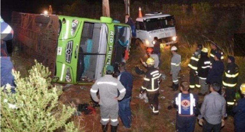 Vuelca en Brasil ómnibus con estudiantes misioneros: 3 muertos