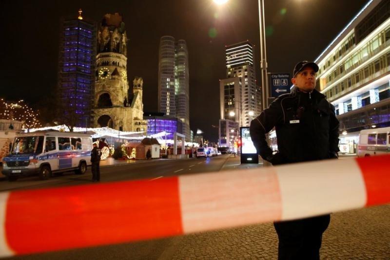 La zona afectada por el ataque fue cerrada rápidamente. Foto: Fabrizio Bensch (Reuters)