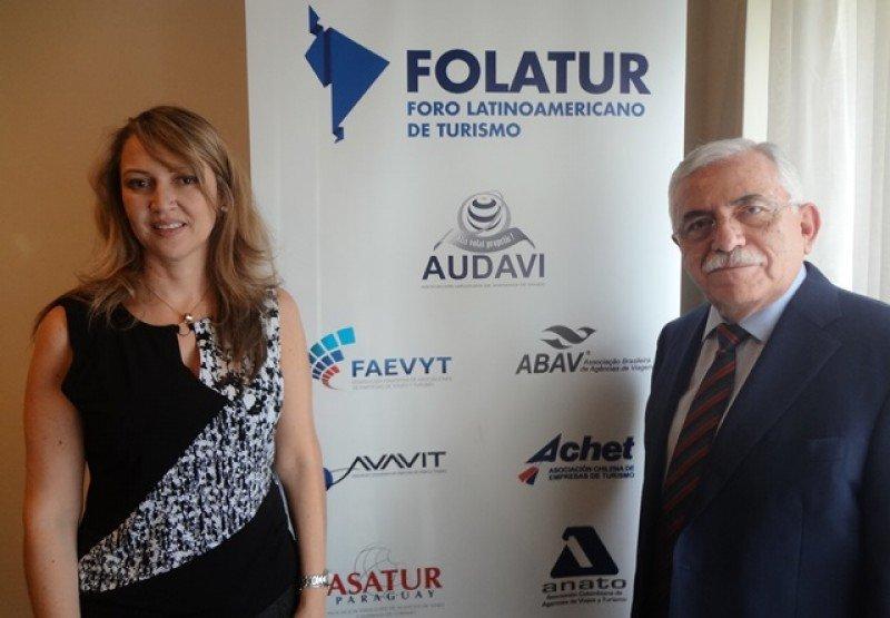 Paula Cortés (ANATO-Colombia) y César Romero (GMA-México), miembros de la directiva de FOLATUR.