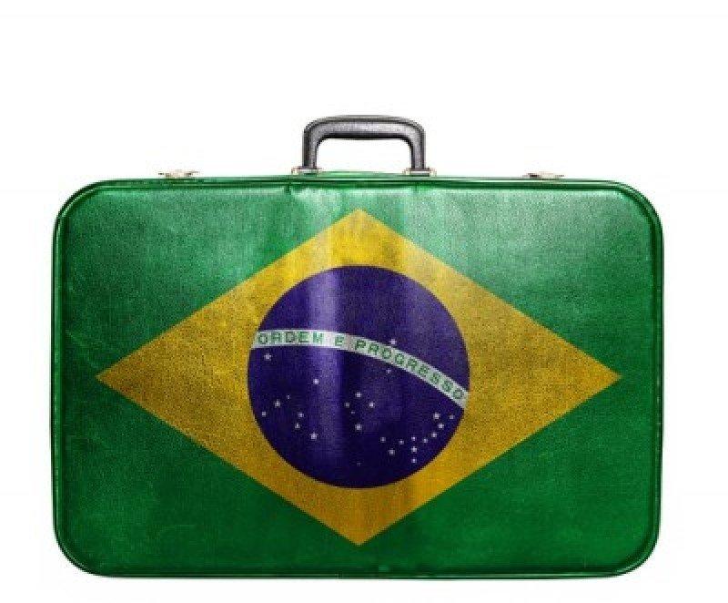Dólar alto provoca caída del gasto de brasileños en el exterior