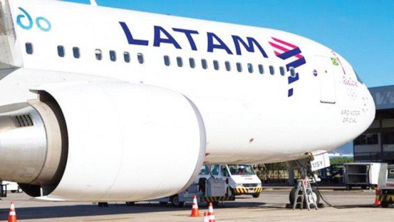 Tripulantes de cabina de LATAM Argentina logran aumento del 44%