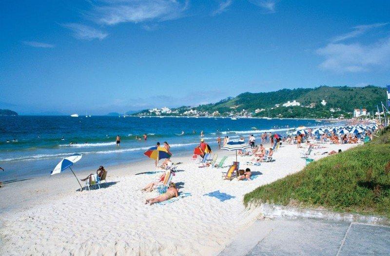 Las playas de Florianópolis son el principal atractivo de Brasil para argentinos y uruguayos.