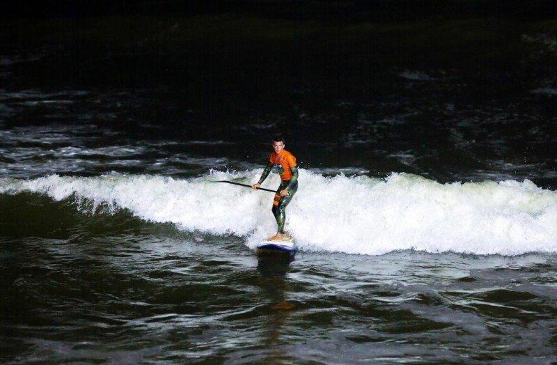 Una experiencia distinta para los surfistas: organizarán torneos con luz artificial. Foto: América Economía