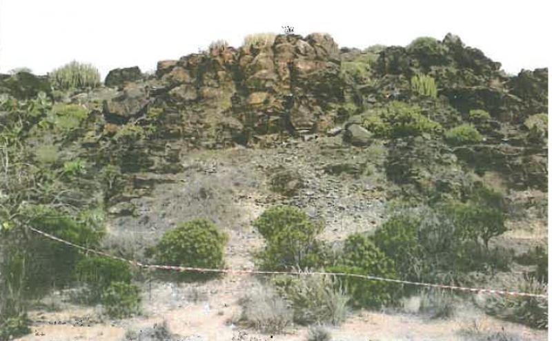 Restos arqueológicos prehispánicos en Maspalomas, en una imagen incluida en el informe sobre el yacimiento arqueológico.