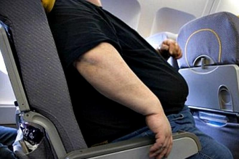 Un pasajero con sobrepeso.