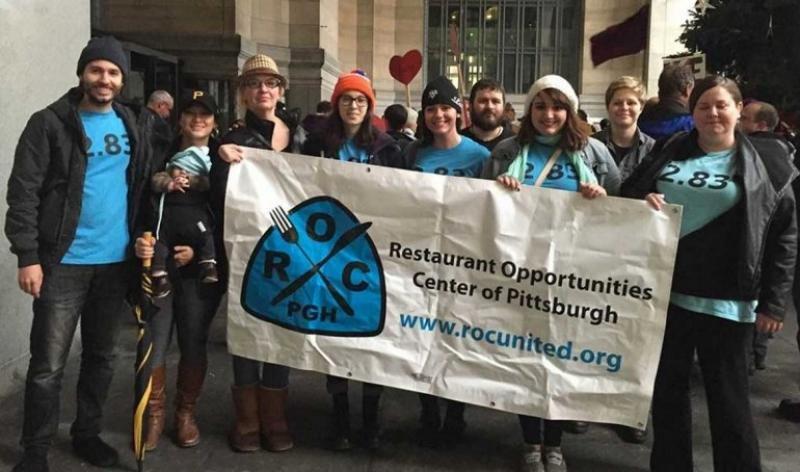 Trabajadores de Roc United, ua de las organizaciones que respalda el movimiento de 'restaurantes santuario'.