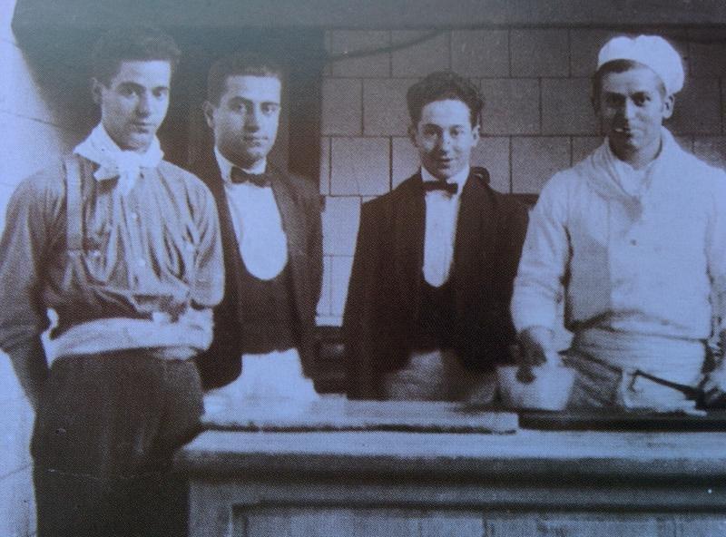 Empleados del hotel Subur de Sitges, inaugurado en 1916