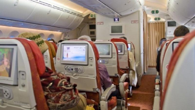 Una aerolínea lanza en sus aviones un área solo para mujeres