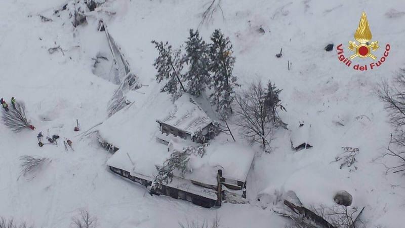 Varios muertos en un hotel de Italia tras avalancha por los terremotos