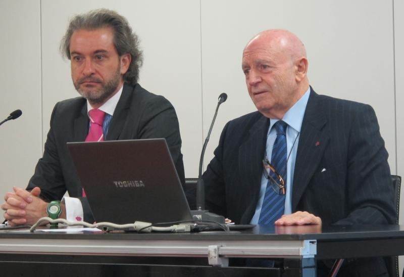 Fernando Tomé, decano de la Facultad de Ciencias Sociales de la Universidad Antonio de Nebrija de Nebrija, y Abel Matutes, presidente de la Mesa del Turismo.