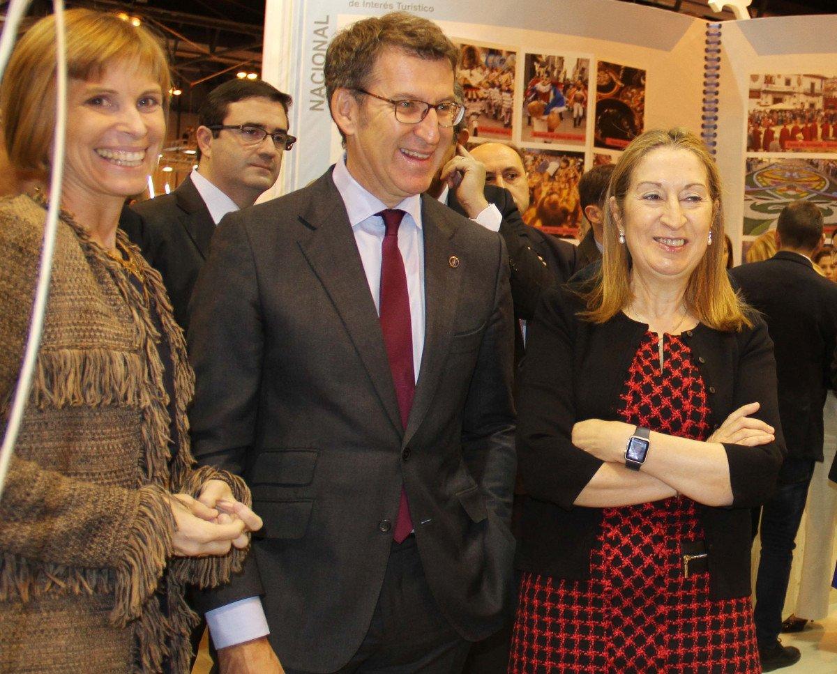 Nava Castro, directora de Turismo de Galicia; Alberto Núñez Feijóo, presidente del Ejecutivo gallego, y Ana Pastor, presidenta del Congreso de los Diputados.