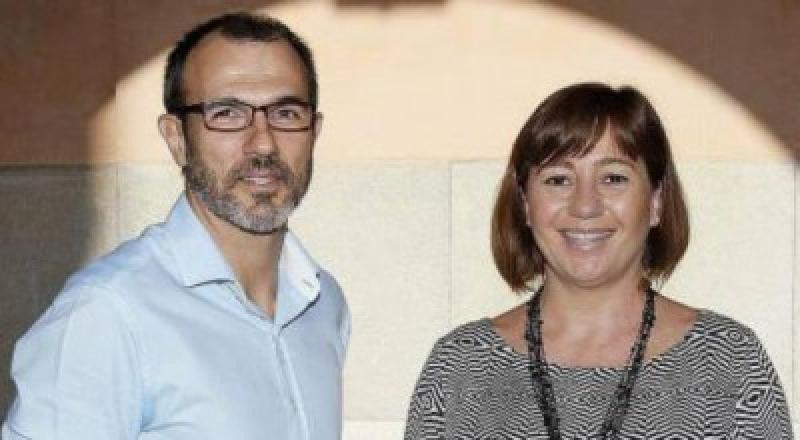 El vicepresidente y conseller de Innovación, Investigación y Turismo, Biel Barceló, y la presidenta del Ejecutivo balear, Francina Armengol.