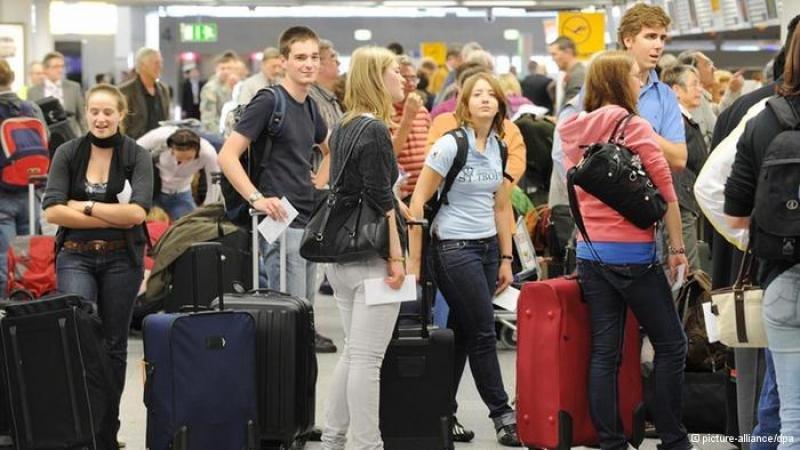 Los pasajeros pagan tarifas aéreas más altas en los aeropuertos congestionados