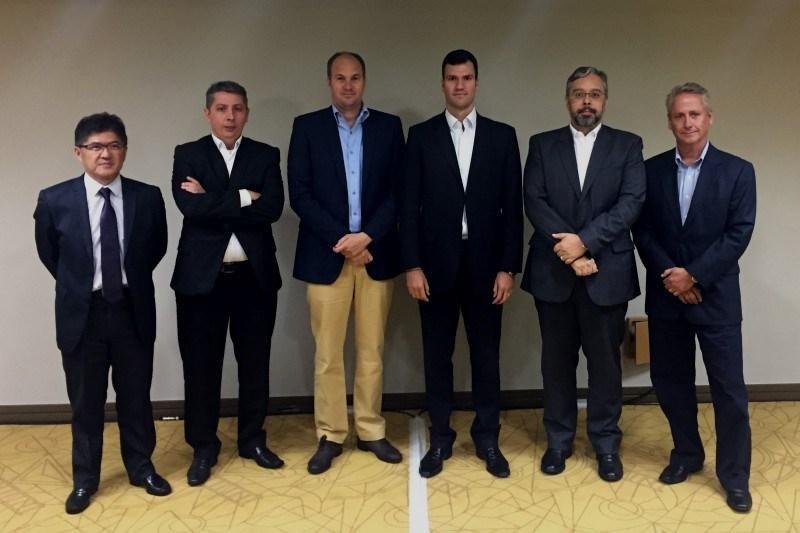 Gervásio Tanabe,  Alexandre Castro, Eduardo Vasconcellos, Rubens Schwartzmann, Sergio Linares y Luis Vabo.
