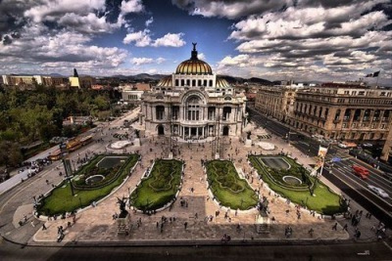 Recomiendan a México cambiar modelo turístico hacia uno más diversificado