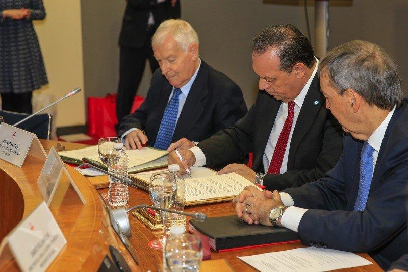 Argentina firma convenio para avanzar con el Congreso de la Lengua 2019.