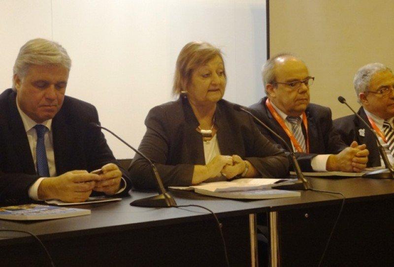 Ministra Liliam Kechichian junto al embajador Bustillo y directores departamentales de Turismo en lhttps://www.hosteltur.com/lat/public/articulo/modificar/118#voida presentación en Madrid.