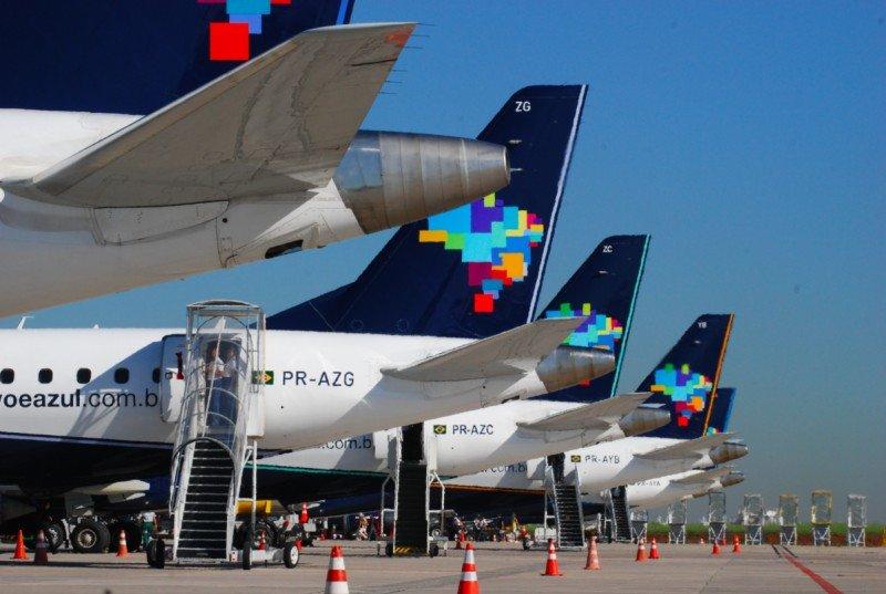 Azul con rutas temporales y 200 vuelos extras en Carnaval