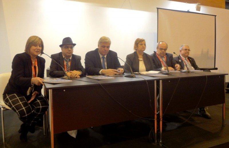 Luis Borsari (der.) estuvo en la presentación de Uruguay en la feria FITUR de Madrid.