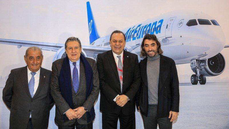 El ministro Santos junto al embajador en España, Ramón Puerta, y José Hidalgo y Javier Hidalgo, de Air Europa.