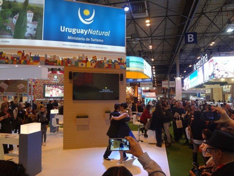 El tango fue protagonista en el stand de Uruguay por los 100 años de La Cumparsita.