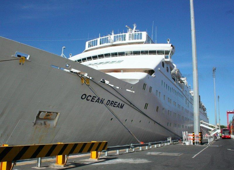 Más de 800 pasajeros llegaron a Buenos Aires en el Barco de la Paz