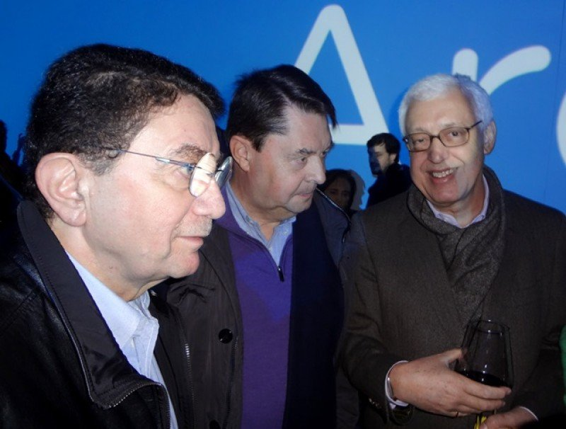Taleb Rifai, Carlos Vogeler y Márcio Favilla: la plana mayor de la OMT en el asado de Argentina en la Plaza Mayor de Madrid.