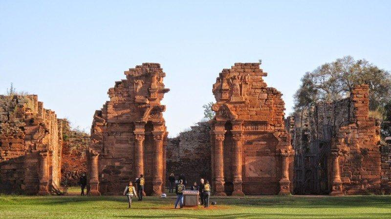 Las Ruinas de San Ignacio están incluidas en el circuito que ofrecen.
