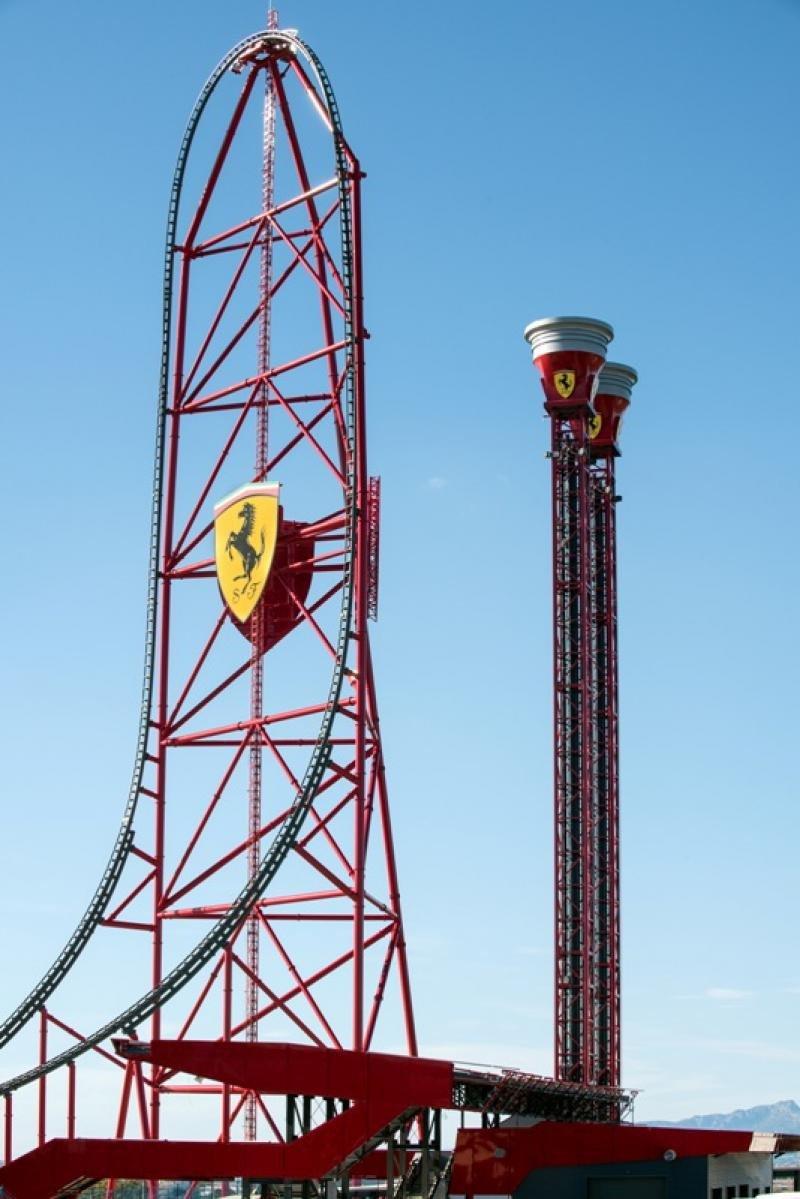 El acelerador vertical de Ferrari Land, el más alto y rápido de Europa.