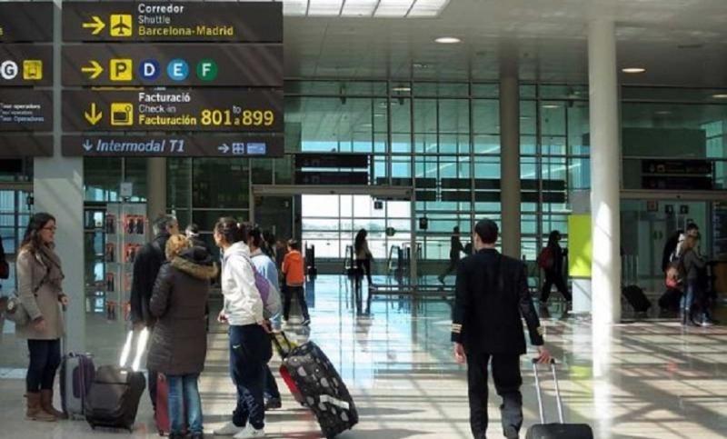 El tren lanzadera a El Prat llega con retraso: hasta después de 2018