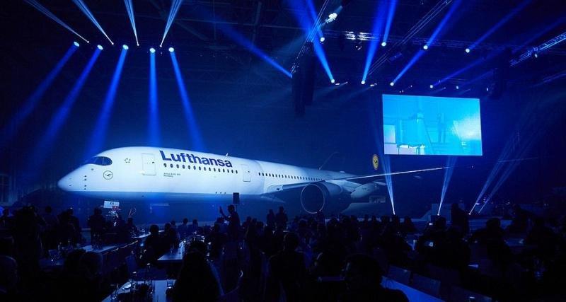 Un espectacular show de luces para la presentación ´del nuevo Airbus A350-900 de Lufthansa.