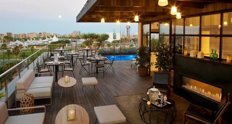 El hotel The Serras ofrece a sus clientes un móvil para mejorar y personalizar su experiencia.