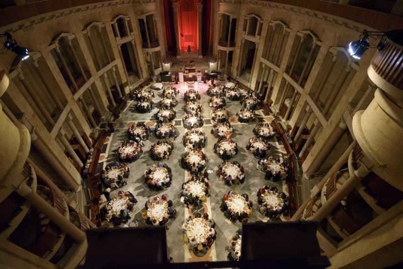 Gijón cuenta con espacios singulares para la celebración de eventos, como la capilla de la Universidad Laboral.
